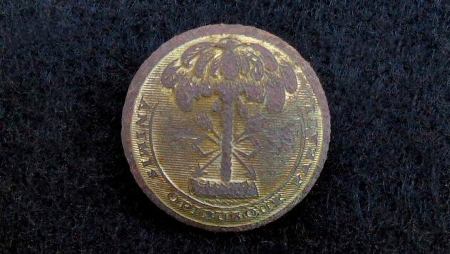 Nicely Gilted Dug SC13 South Carolina Coat Button